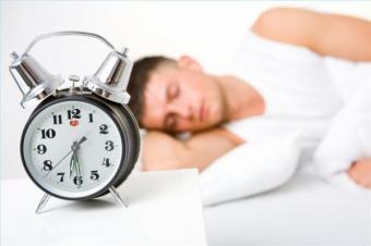Amanarea alarmei si somnul deranjat